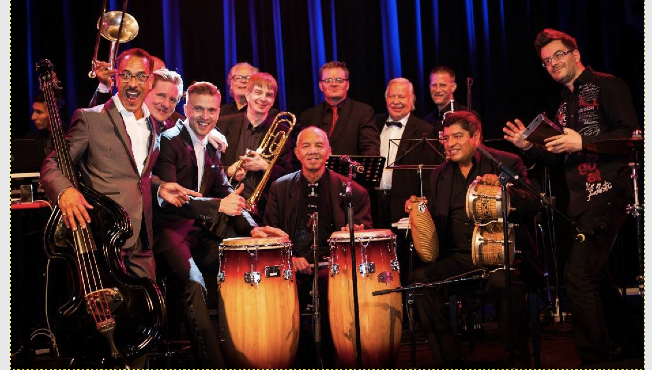 Julio Romero (yksi eläviä salsamusiikin legendoja New Yorkista), Mikko Kemppe ja hänen orkesterinsa. Kuva otettu Casino Helsingissä Palladium Nights illoista.