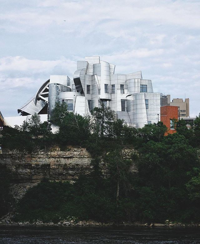 Before the @guggenheim in Bilbao, Frank Gehry designed the @weismanartmuseum high on the banks of the Mississippi—one of the most architecturally significant buildings in the Midwest. #themidwestival (via @brettpin)