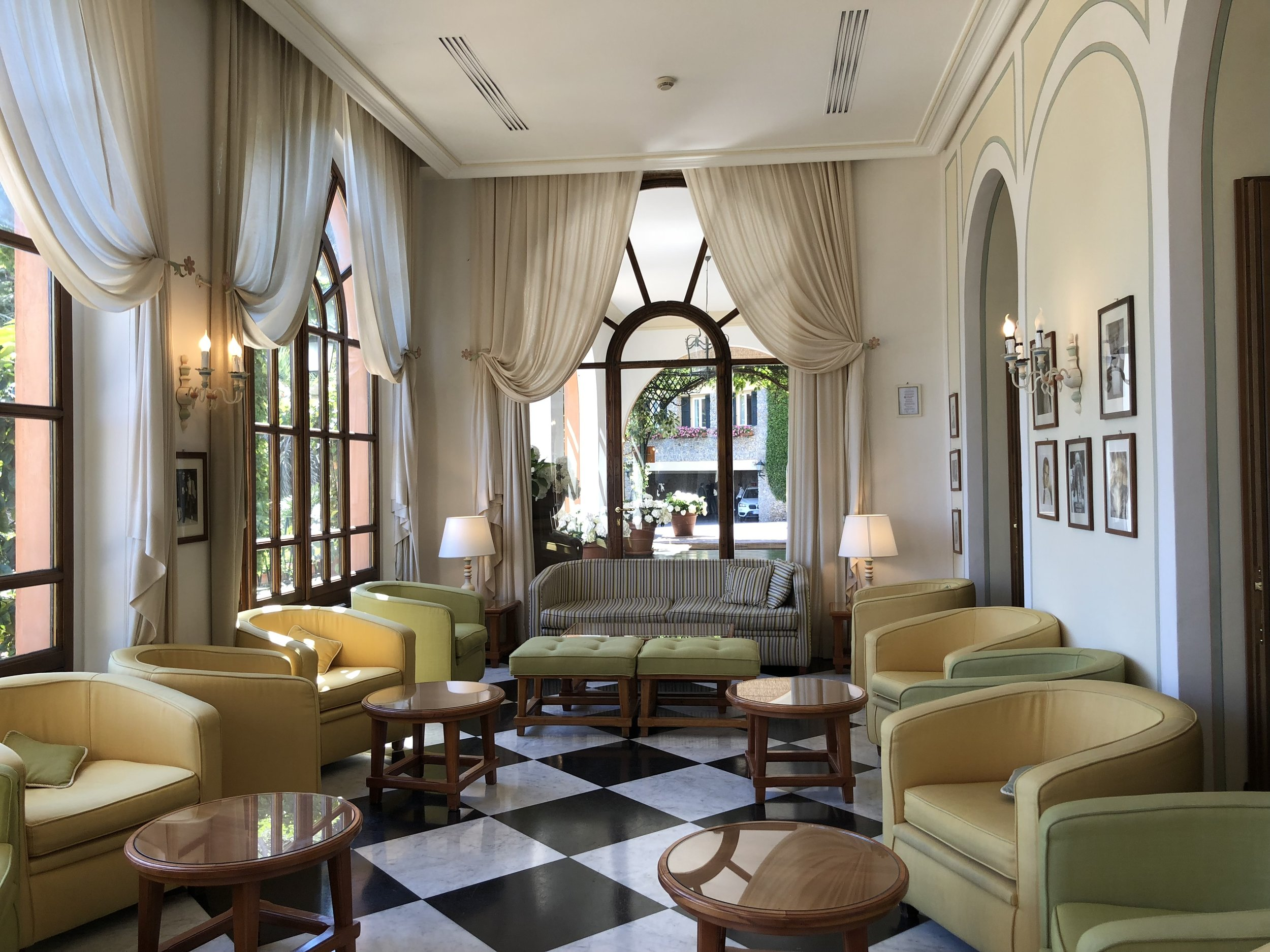 Relaxing lobby
