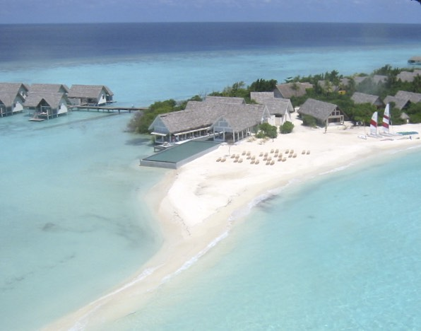 Enjoy the Four Seasons Landaa Giraavaru in the Maldives