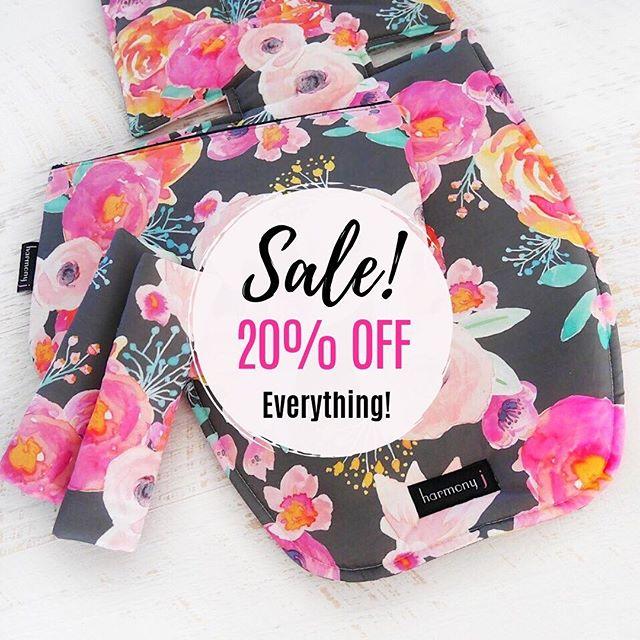 🙌Yay....it's the Weekend Sale! 🙌 Why not take 20% off Everything?! 💁♀️ Use code: weekend20 This weekend ONLY!! 🤩 . . . . . #pramliner #babyshower #babyaccessories #pramstyle #bassinetliner #twinpregnancy #instababy #pram #pramliners #babysale #pimpmypram #custombabygifts #babyshowergifts