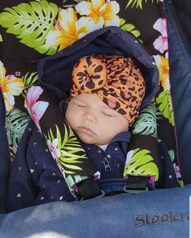 🌴🌸 Hibiscus in Black! 🌸🌴 Umm....ok I'm officially melting!! 😆 Sleepy beauty enjoying her comfy Pram Liner 💁♀️ Thanks so much for the adorable photo @janatuiqereqere 💕  We love seeing photos of your gorgeous little people!! 👏 . . . . . #steelcraftstridercompact #tropicalbaby #tropicalbabyshower #pramliners #pramliner #babyaccessories #pramstyle #pimpmypram #stroller #pram #custombabygifts