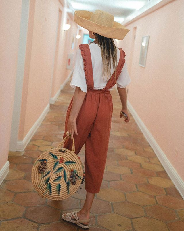Bermuda bamboozliñ 💫✨ @aaron.desilva P.S - this amazing bag was a vintage hat box I sniped off of @nicolepurdy 🌞 at @consciouslycuratedmarket & coverted into a purse!! (Kinda blurry, lolz but it's the dopessttt)