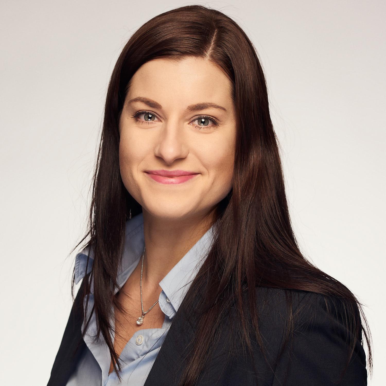 Businessportrait Gabriela Steindl SeneCura Human Resources Wien junge Frau braune Haare.jpg