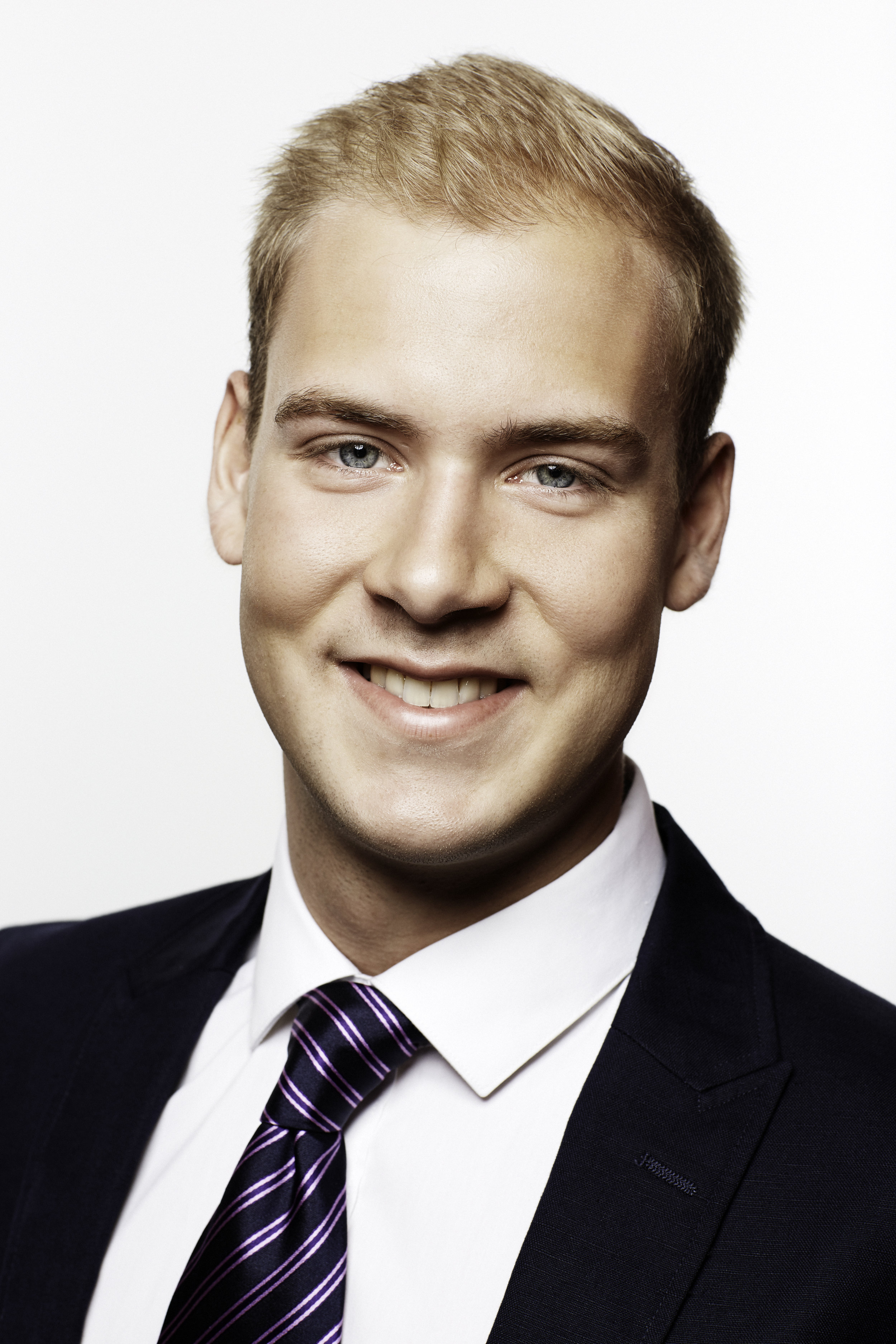 Businessportrait Florian Vuckovic Wien strategischer Einkäufer bei Kapsch BusinessCom AG