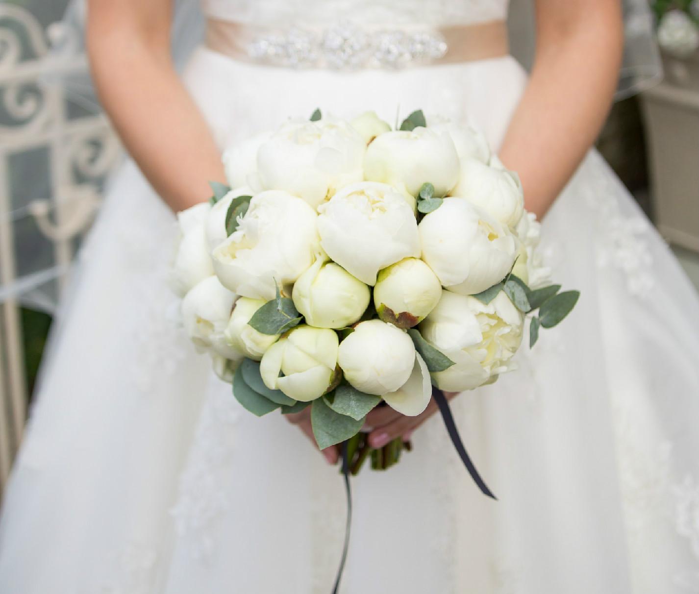 white-peony-bridal-bouquet.jpg
