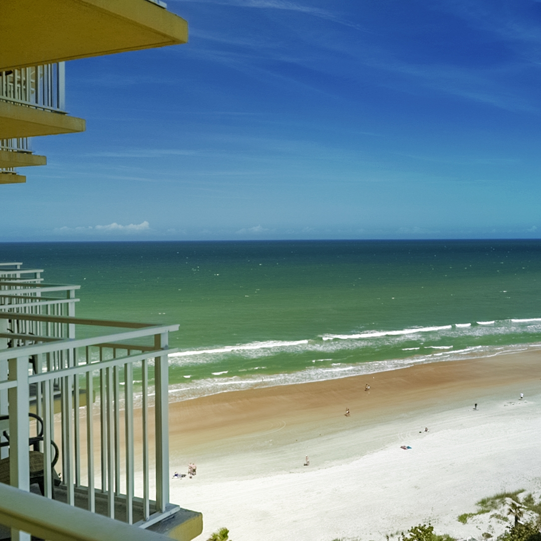 8412.11472.daytona-beach.plaza-resort-and-spa.room.ocean-view-king-bed.03.jpg