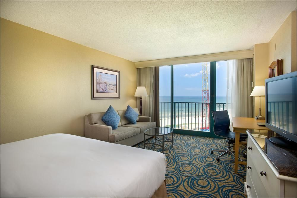 Ocean-Pool View King Room