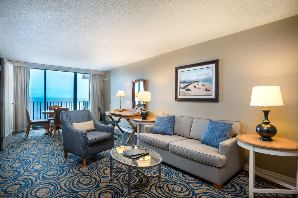 Oceanfront King Junior Suite Sitting Area