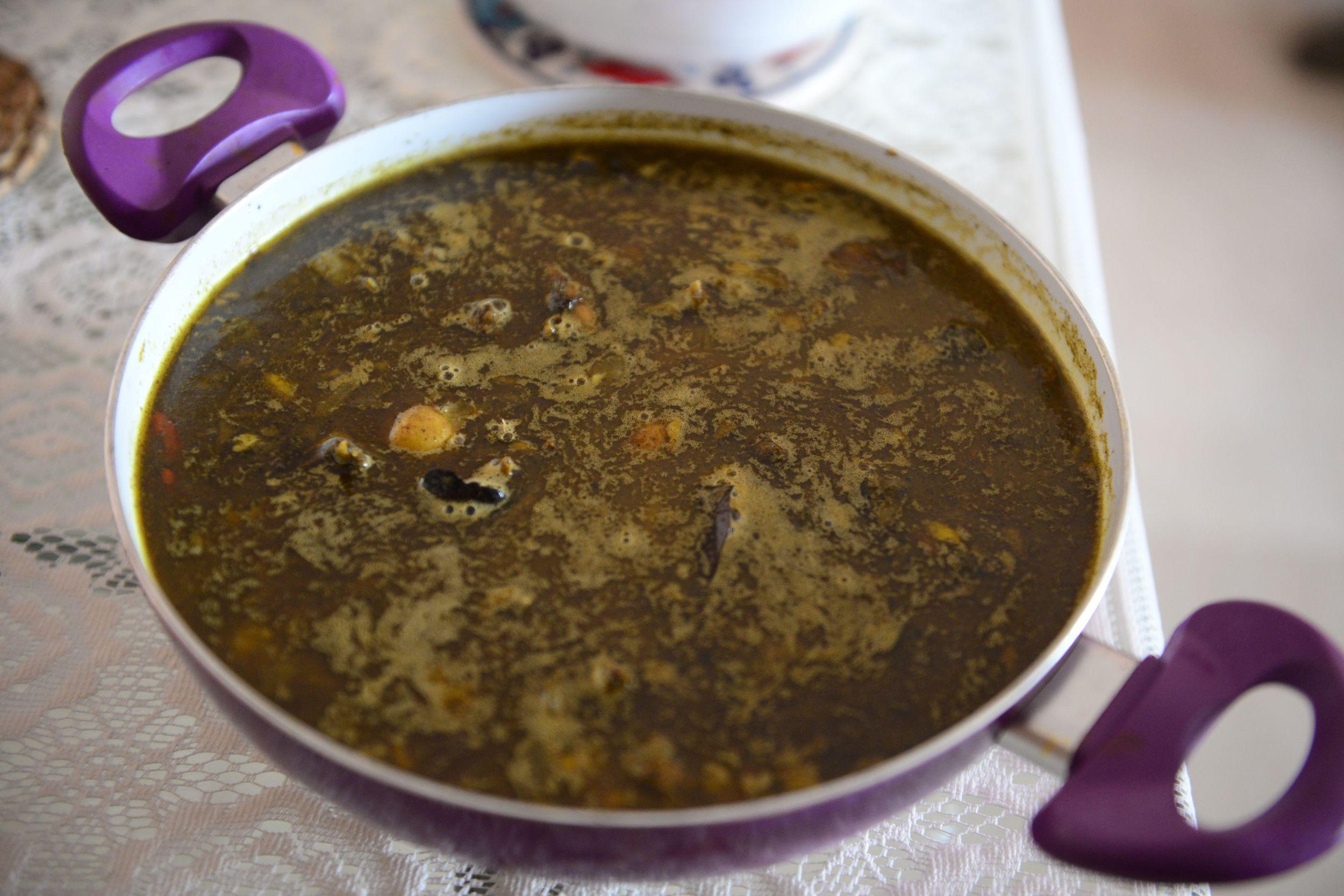 Alu aru Paro Manxoh Jalukia (peppery pigeon meat with potatoes)