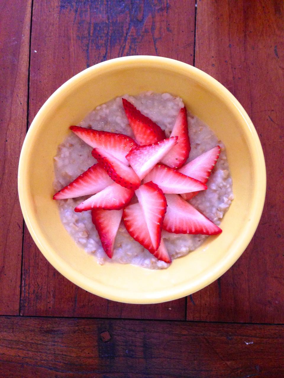 Steel-Cut Oatmeal w/Strawberries