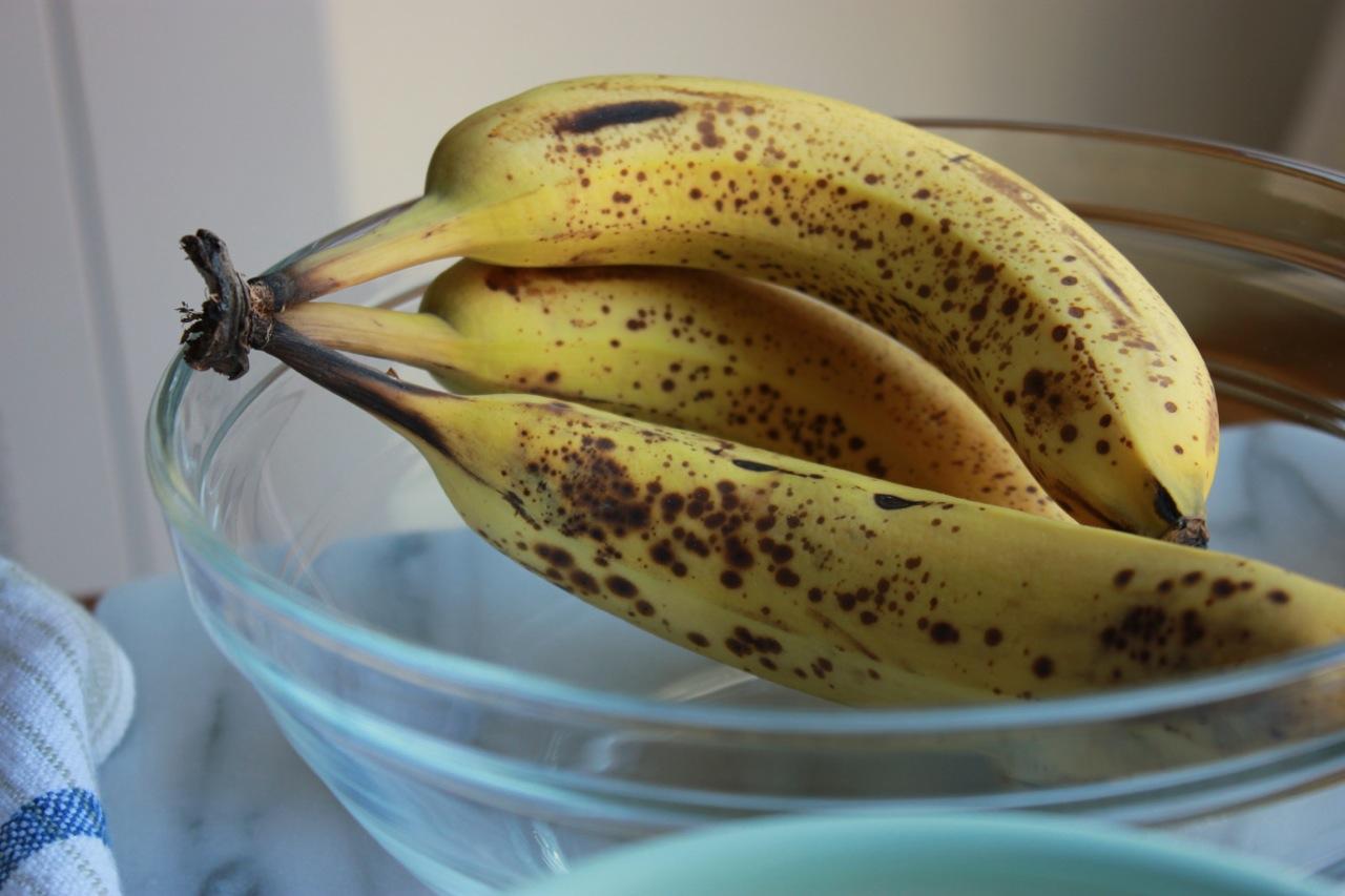 Currant Chia Almond Butter Banana Bread   Living Minnaly09.jpg