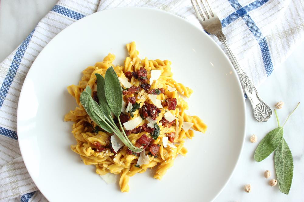 Butternut+Squash+Carbonara+w-Sage+Maple+Bacon+1-+Living+Minnaly.jpg