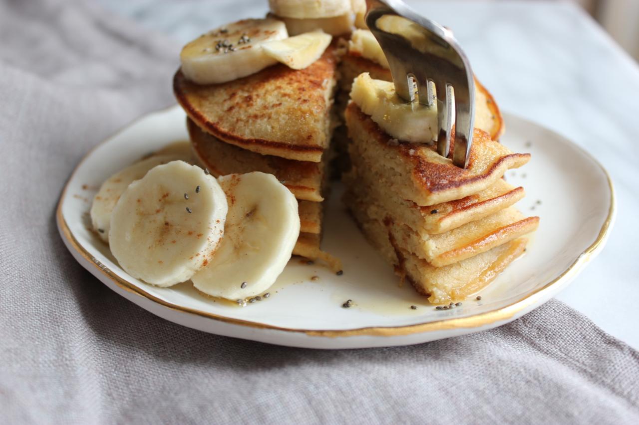 Apple-Cinnamon Oat Pancakes | Living Minnaly11.jpg