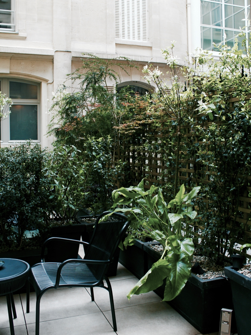 Where to Stay in Paris- Le Narcisse Blanc | Living Minnaly - 19.jpg
