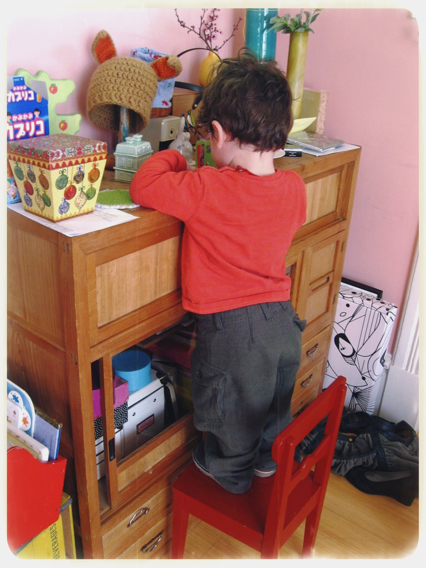 This 22 months old toddler found a way to access the most fragile stuff...but also prouver he was careful enough to play with it for a little bit.