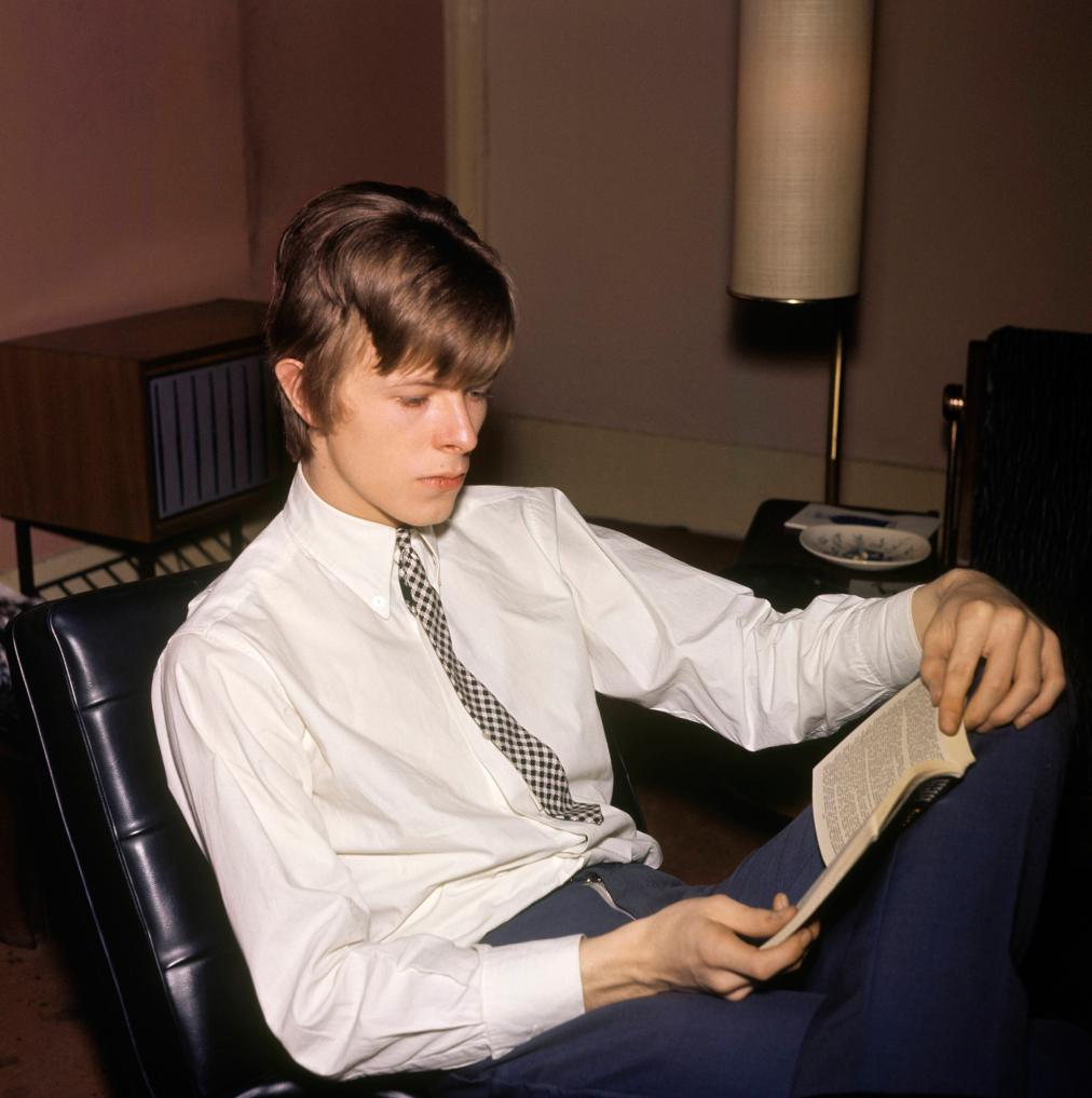 david-bowie-reading.jpg