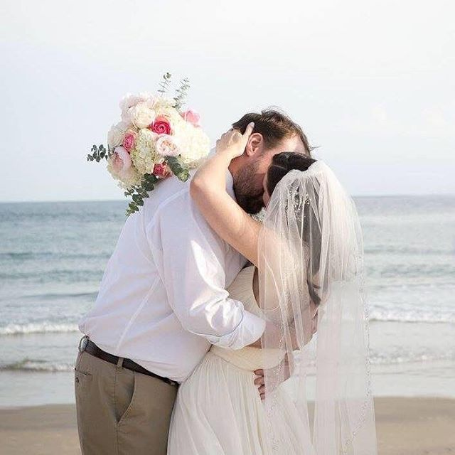 Happy Anniversary, 4 years today!! Still one of my favorite weddings in beautiful Rhode Island. 💕 . . . . . . . . . . . #rhodeisland #anniversary #couples #weddingday #brides #kiss #happyanniversary #4years #eastcoastwedding #beachweddings