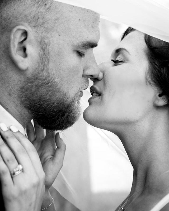 Strike up the band and make the fireflies dance Silver moon's sparkling So kiss me. . . . . . . . . . #jewel #lyrics #kissme #wedding #kiss #bridal #coupleshoot #portraits #blackandwhite #instalove #instalikes #instaphoto #virginiaweddings #vaweddingphotographer #ashleyvanleyphotography