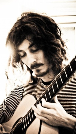 Classical guitarist Ian Mayer