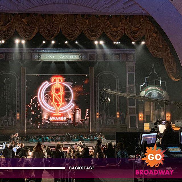 🎭Broadway's biggest night is almost here! ⠀ ⠀ 👉🏻Seguí nuestras stories y descubrí lo que sucede en los TONY AWARDS en Radio City Music Hall! ⭐️