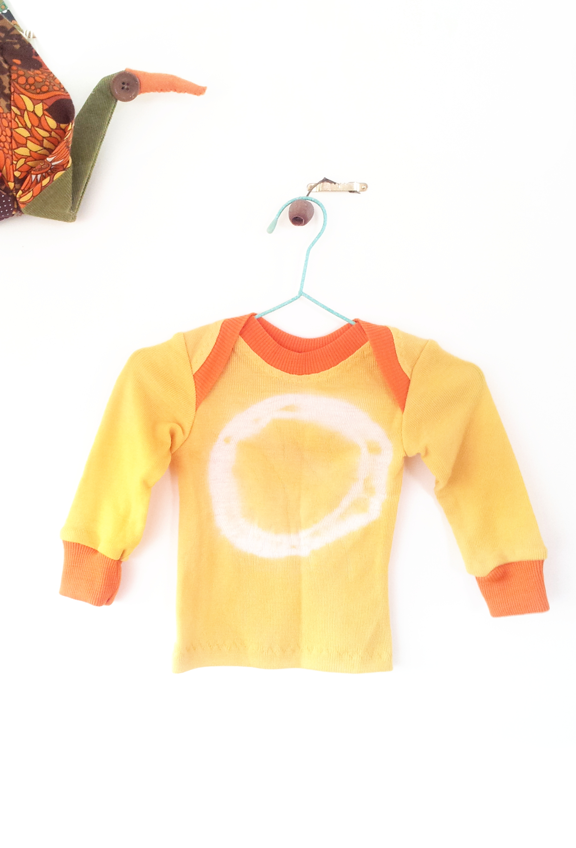 Tie dye + natural tumeric dye, it doesn't get much more crunchy than that!