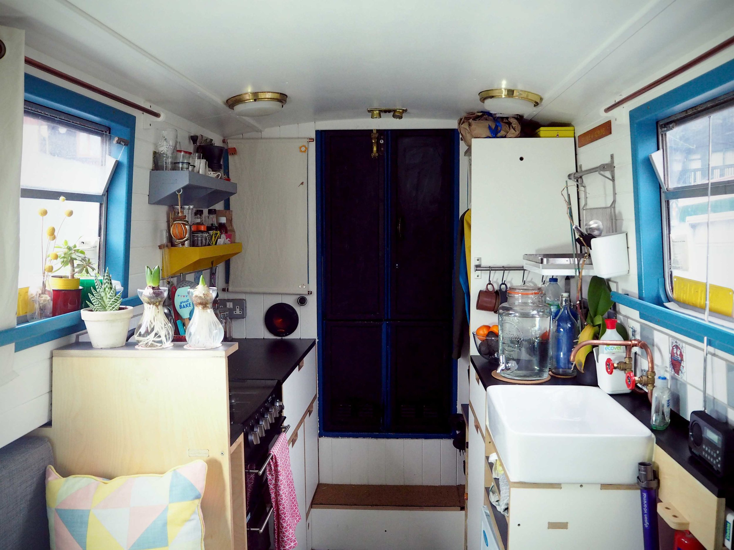 narrowboat_kitchen_london.jpg