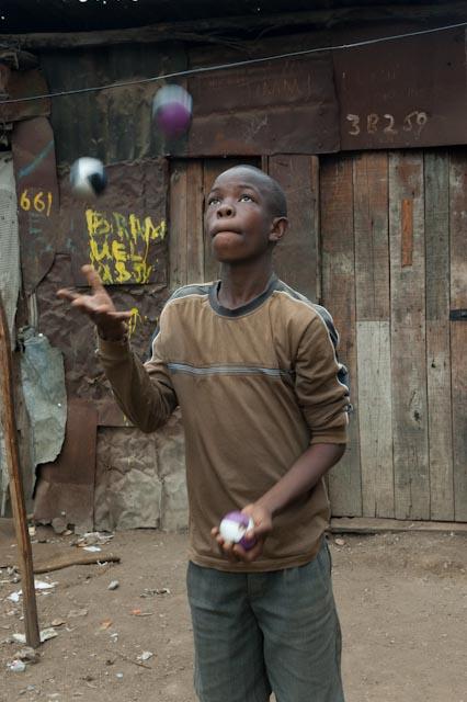 Circus - juggling Mathare.jpg