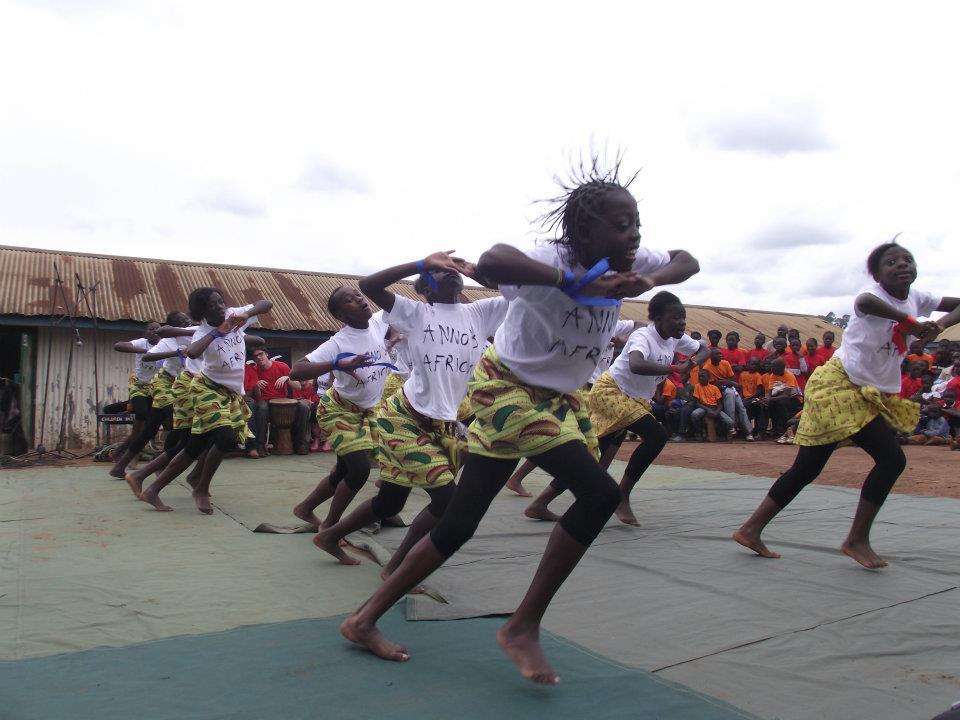 Dance Traditiona dancers Kibera.jpg