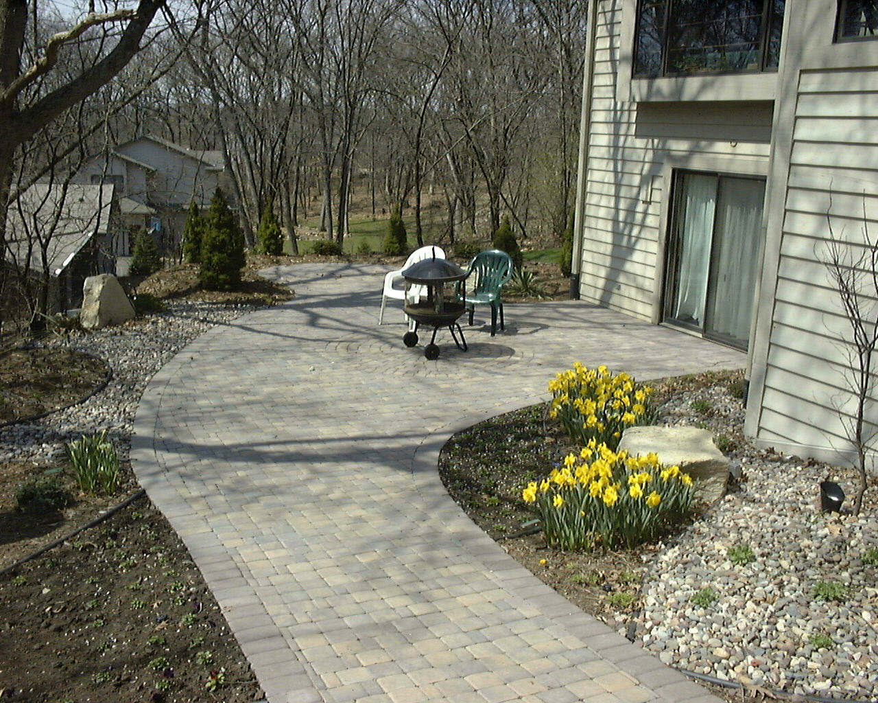 Huberts patio with sitting area.jpg