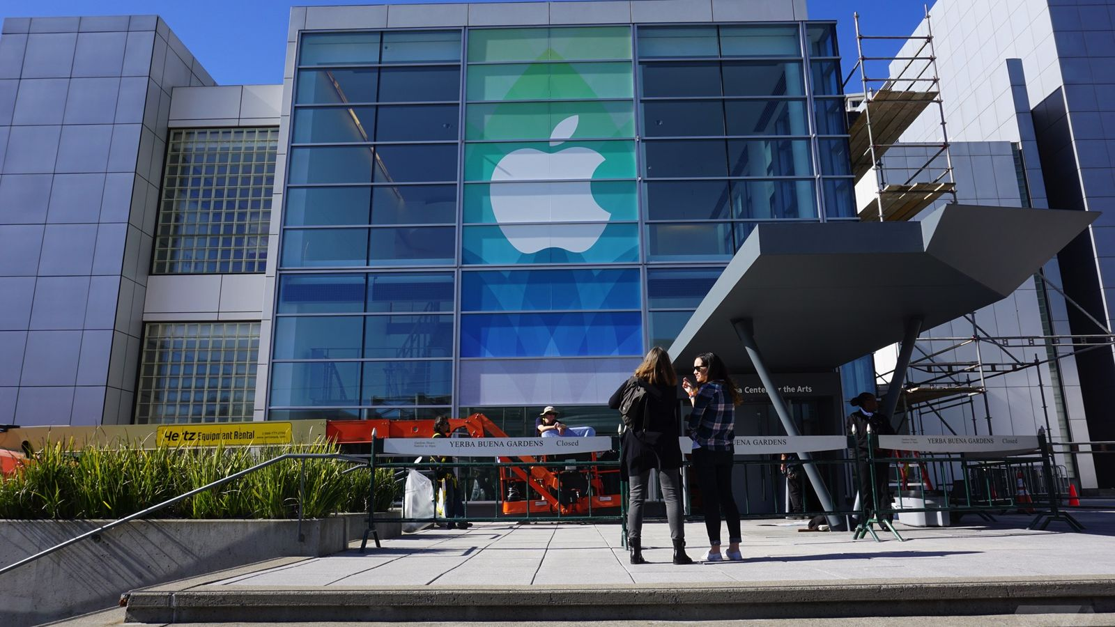 Apple banners are going up at the Yerba Buena Center for the Arts in San Francisco ahead of Monday's event. Credit: 9to5Mac