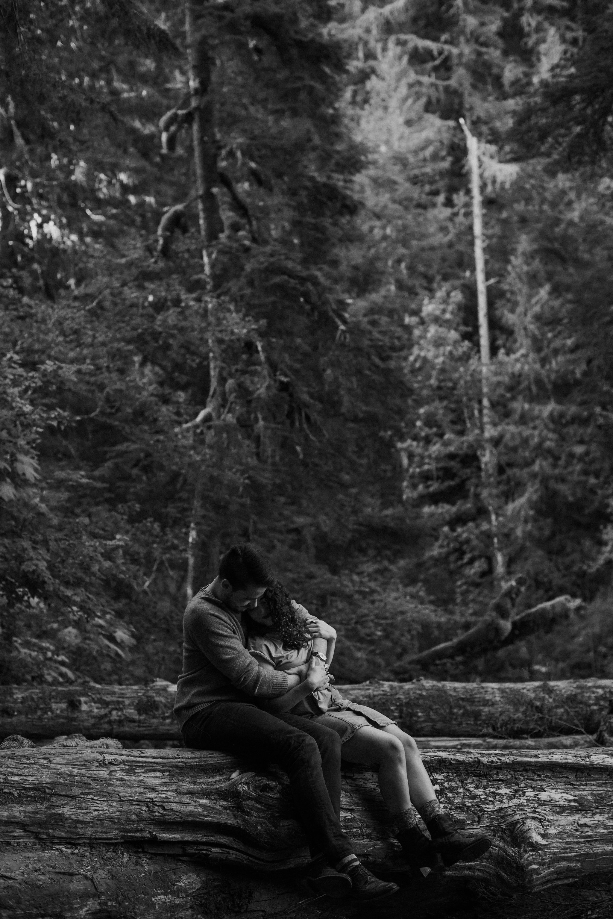 Seattle-Wedding-Photographer-River-Engagement00010.jpg