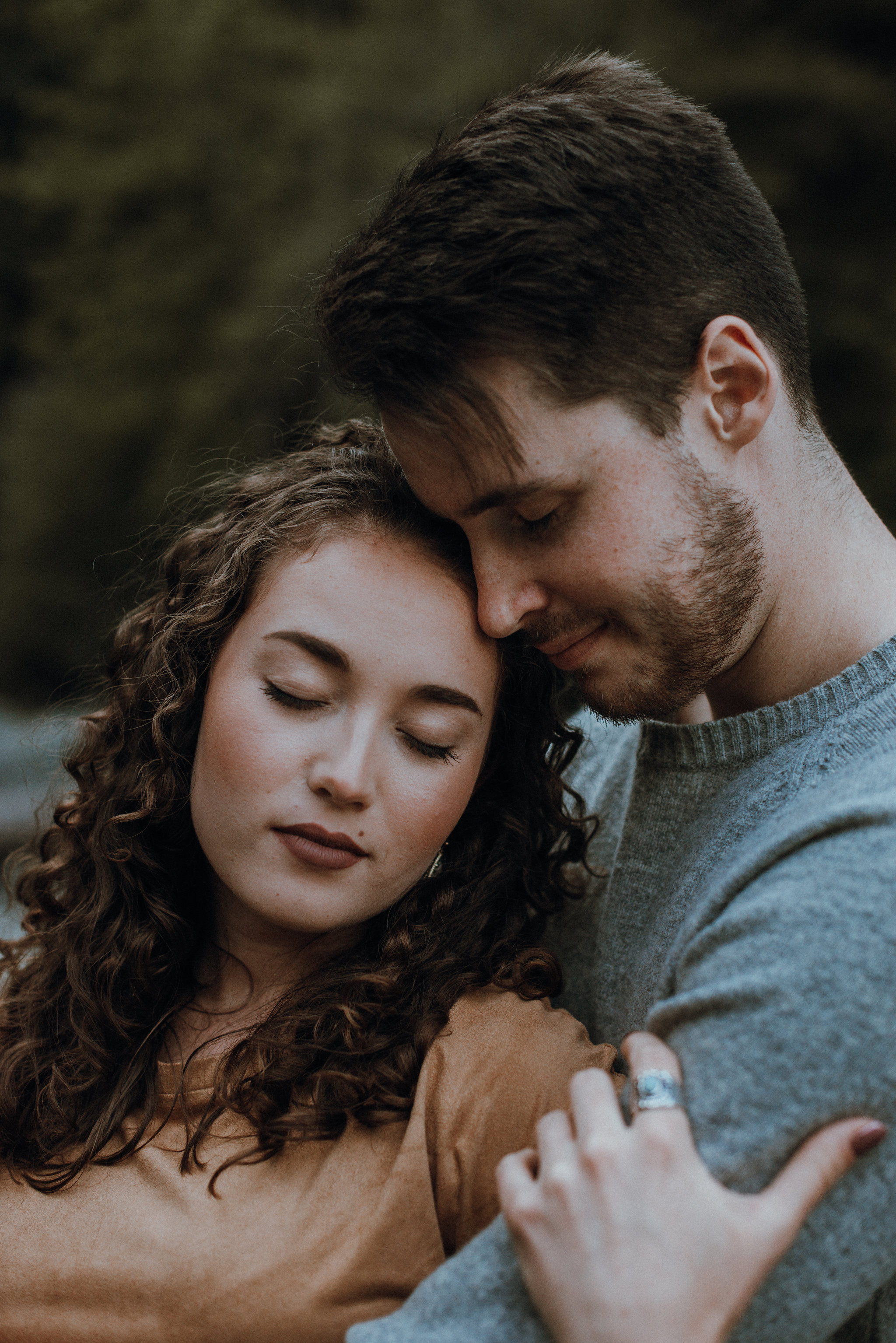 Seattle-Wedding-Photographer-River-Engagement00038.jpg