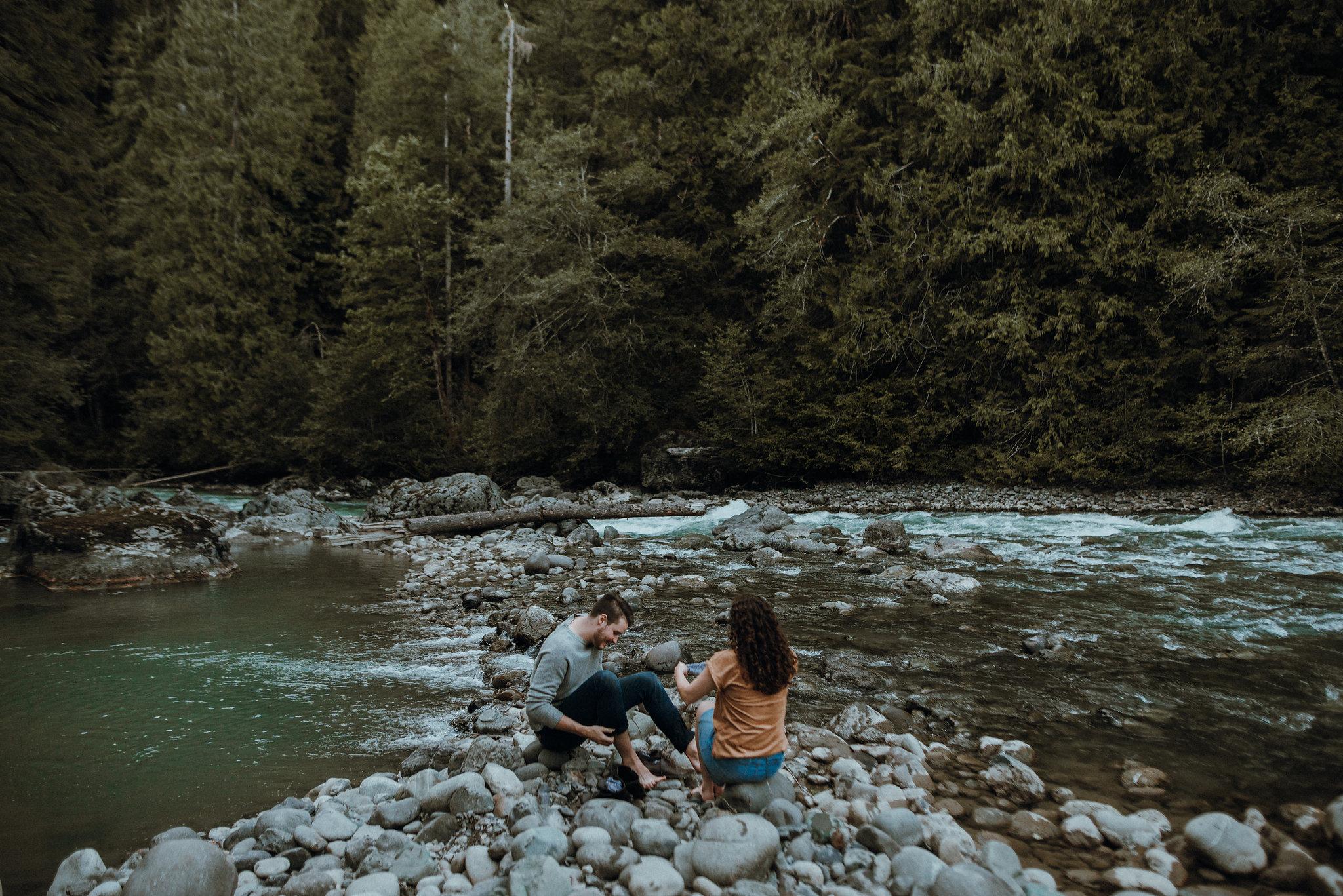 Seattle-Wedding-Photographer-River-Engagement00096.jpg