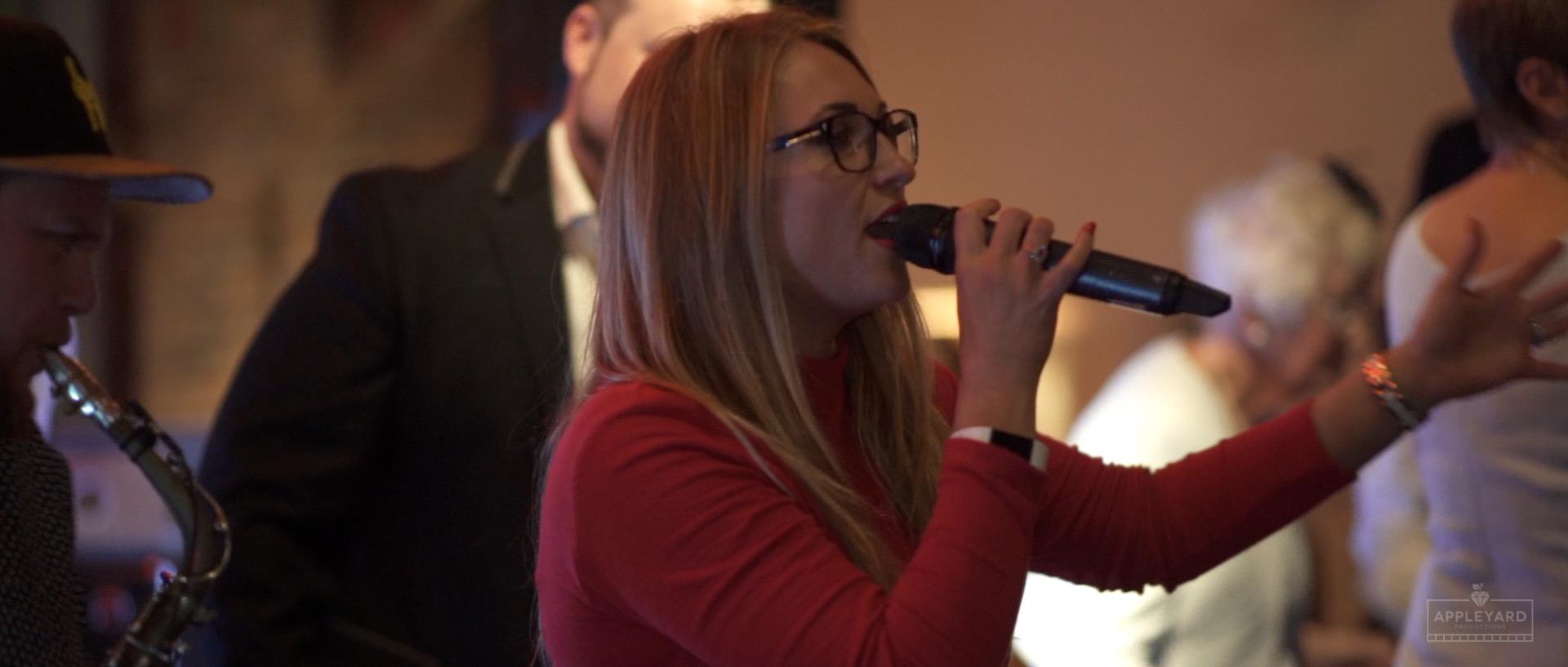 JENNIE SAWDON SINGER 4.jpg