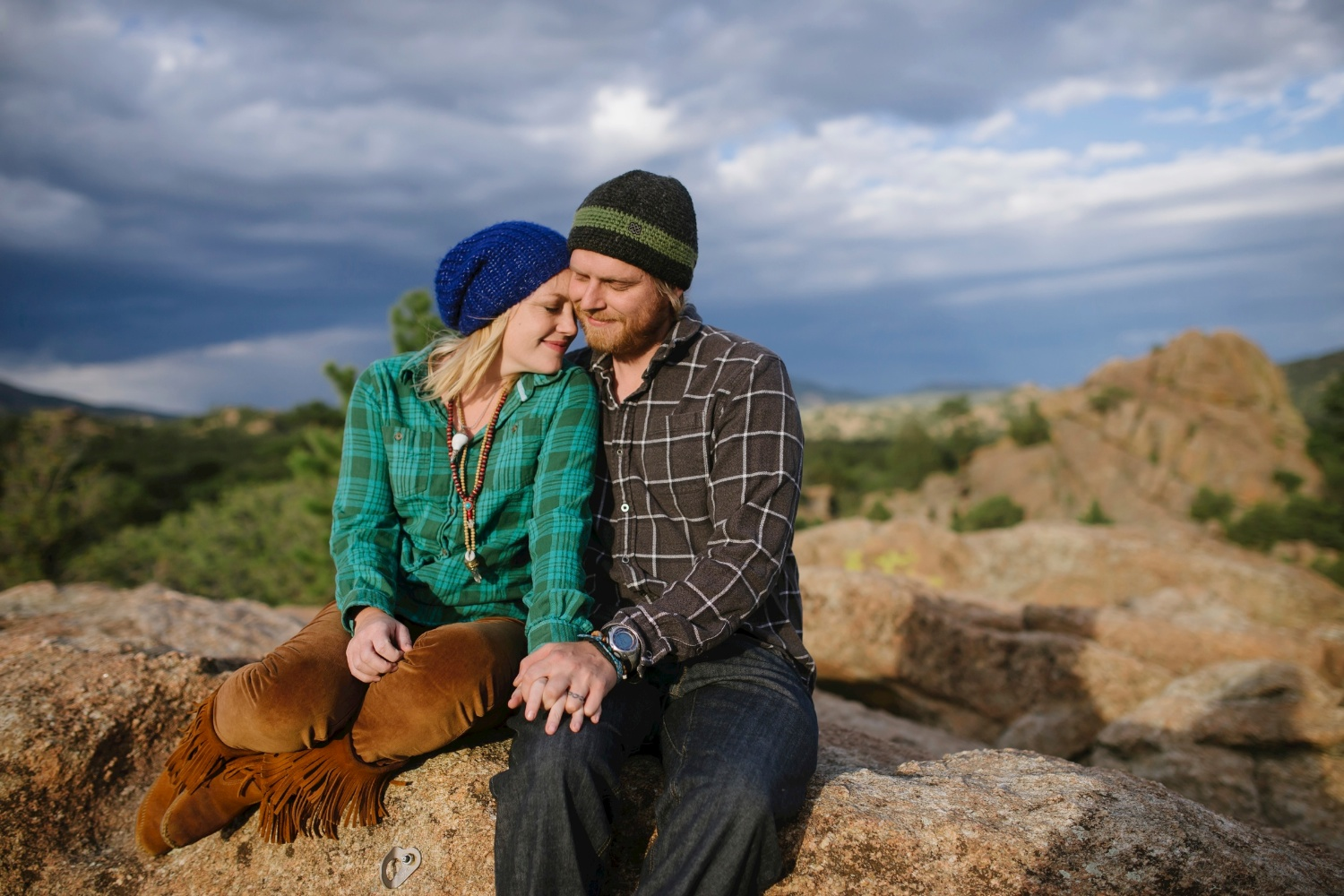 Love this sunset hike adventure photo shoot by Maddie Mae Photography