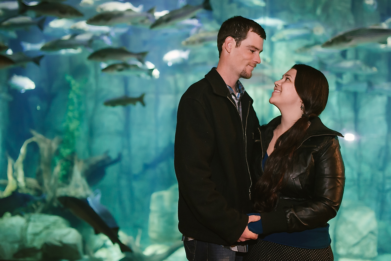 Ocean-themed underwater engagement shoot with fish in the background // Aquarium engagement photos by Maddie Mae Photography