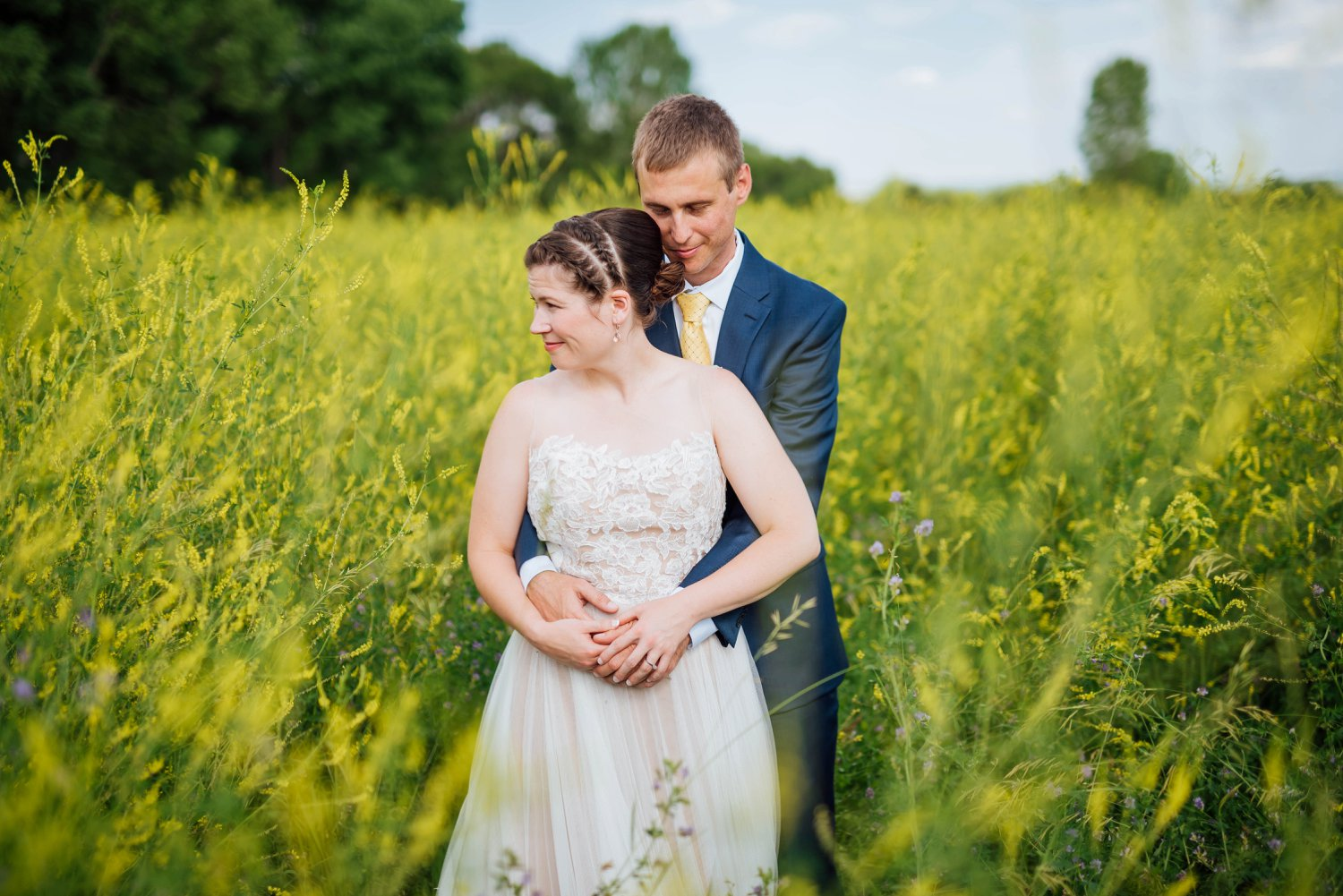 Denver Botanic Gardens in Chatfield is surrounded by these beautiful fields of tall grass during the summer.One of the best wedding venues in Colorado!Photo by Maddie Mae Photography