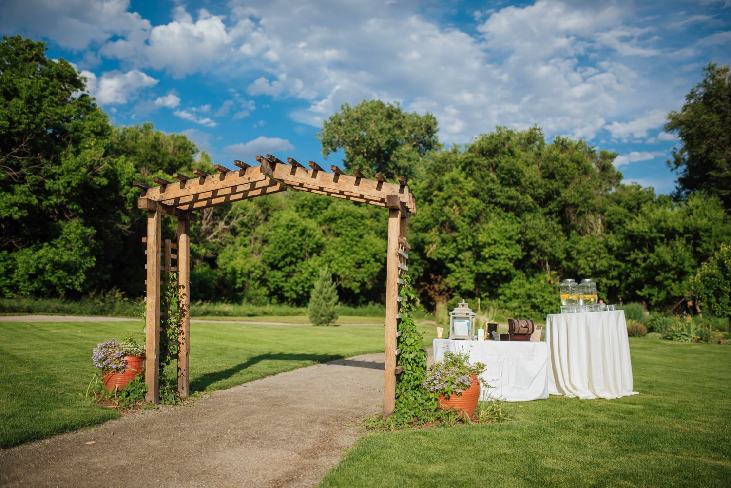 Nothing beats a Colorado wedding - those blue skies and bright green trees make for a perfect day.Photo by Maddie Mae Photography