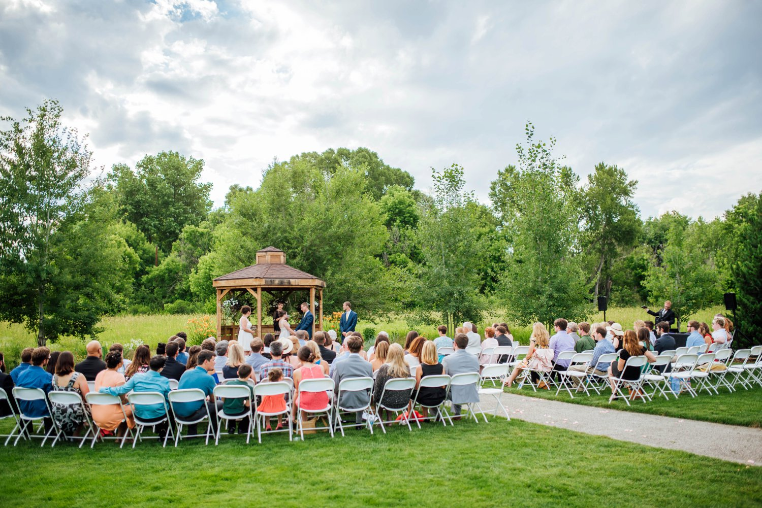 Outdoor weddings in Colorado are so nice, especially with the warmer weather. The Denver Botanic Gardens at Chatfield is a great Colorado wedding venue.Photo by Maddie Mae Photography