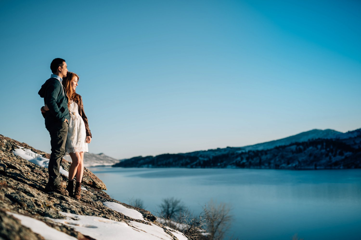 I love Horsetooth reservoir during the winter - these engagement photos are beautiful!Photo by Maddie Mae Photography