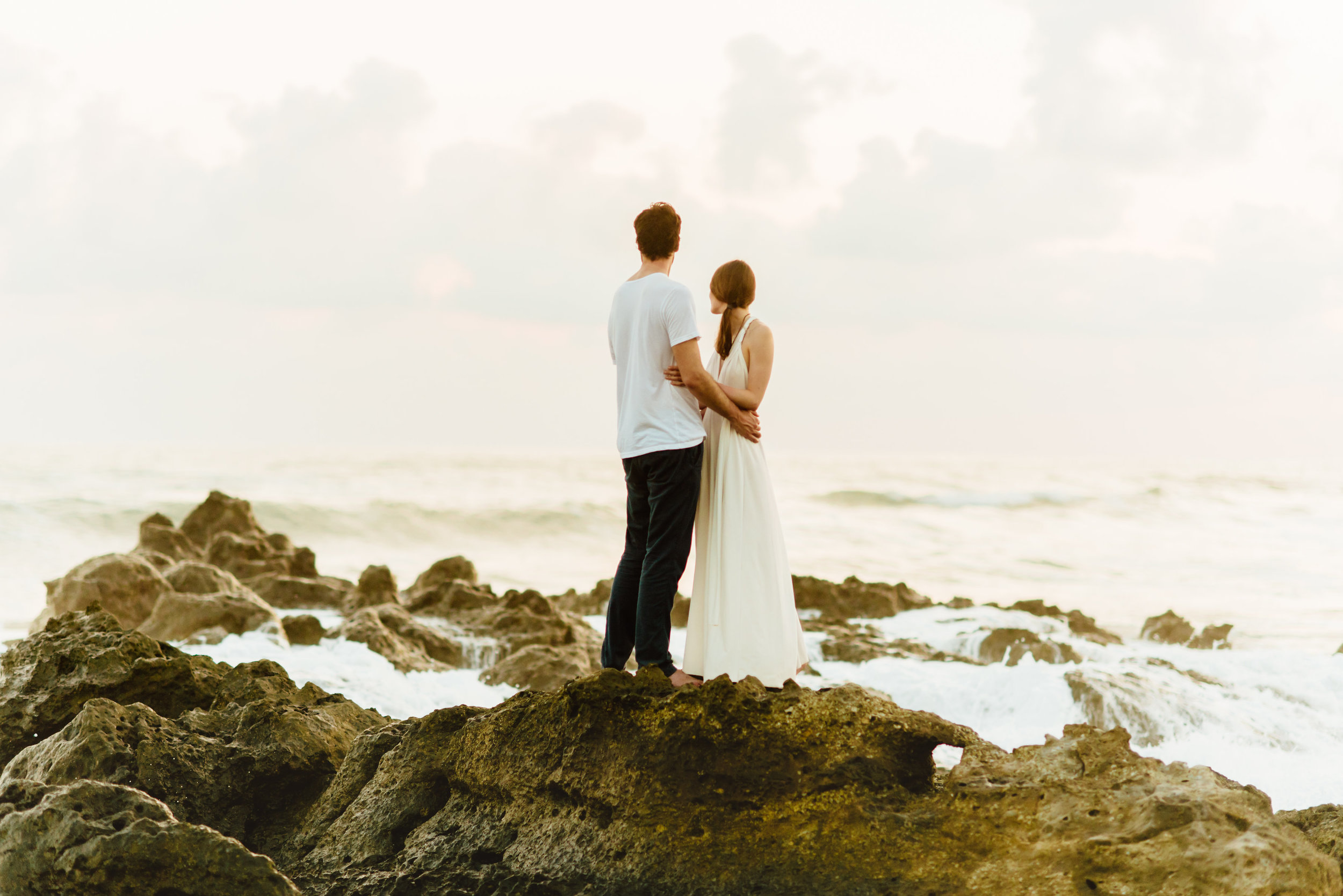 Obsessed with these sunset beach wedding photos in Costa Rica!! I seriously want to have an intimate, destination elopement somewhere on the Nicoya Peninsula!  Destination wedding photography by Costa Rica wedding photographer, Maddie Mae.