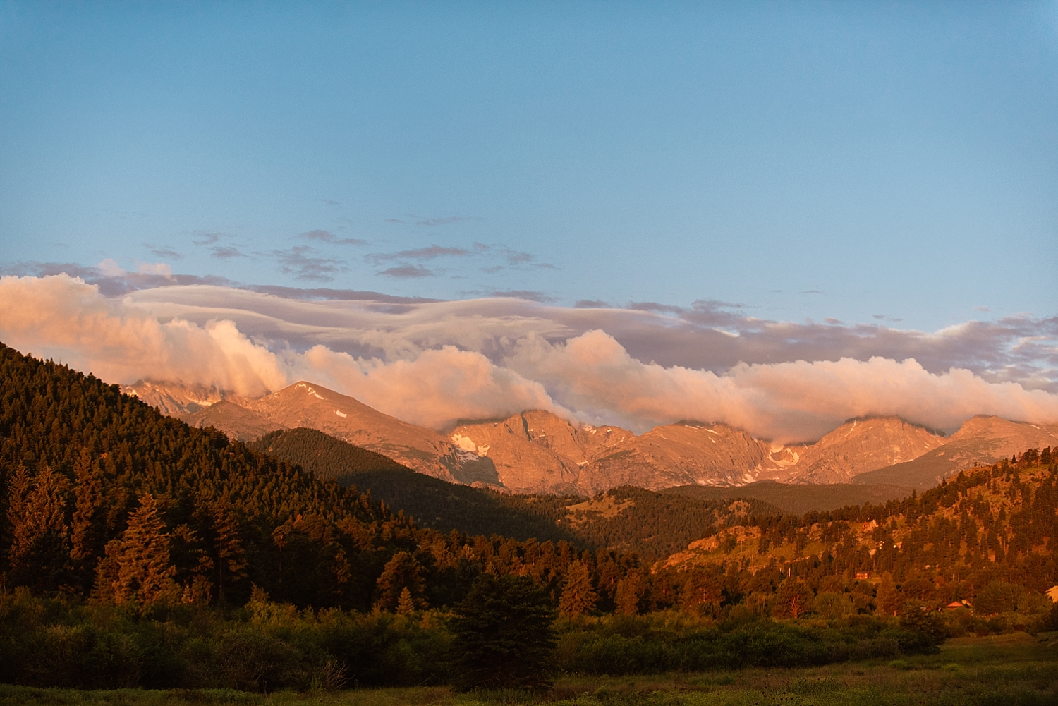 I absolutely love the way Trail Ridge Road looks at sunrise! Estes Park, Colorado really has some of the most amazing views!  | Mountain elopement photos by adventure wedding photographer, Maddie Mae.