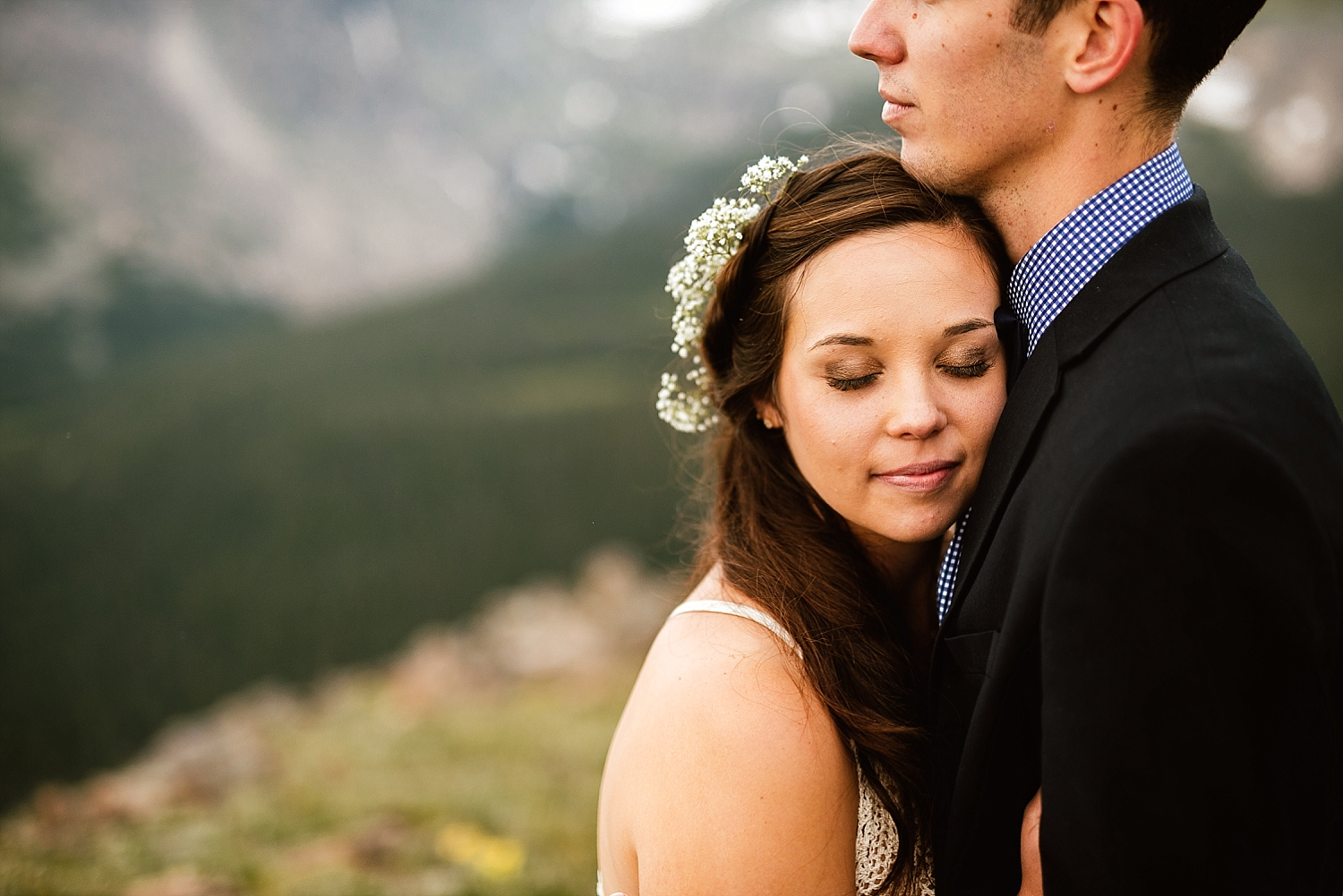 These intimate wedding photos from Jessica and Edward's mountain elopement can't be beaten! Such a gorgeous wedding location in Estes Park, Colorado! | RMNP wedding photos by adventure wedding photographer, Maddie Mae.