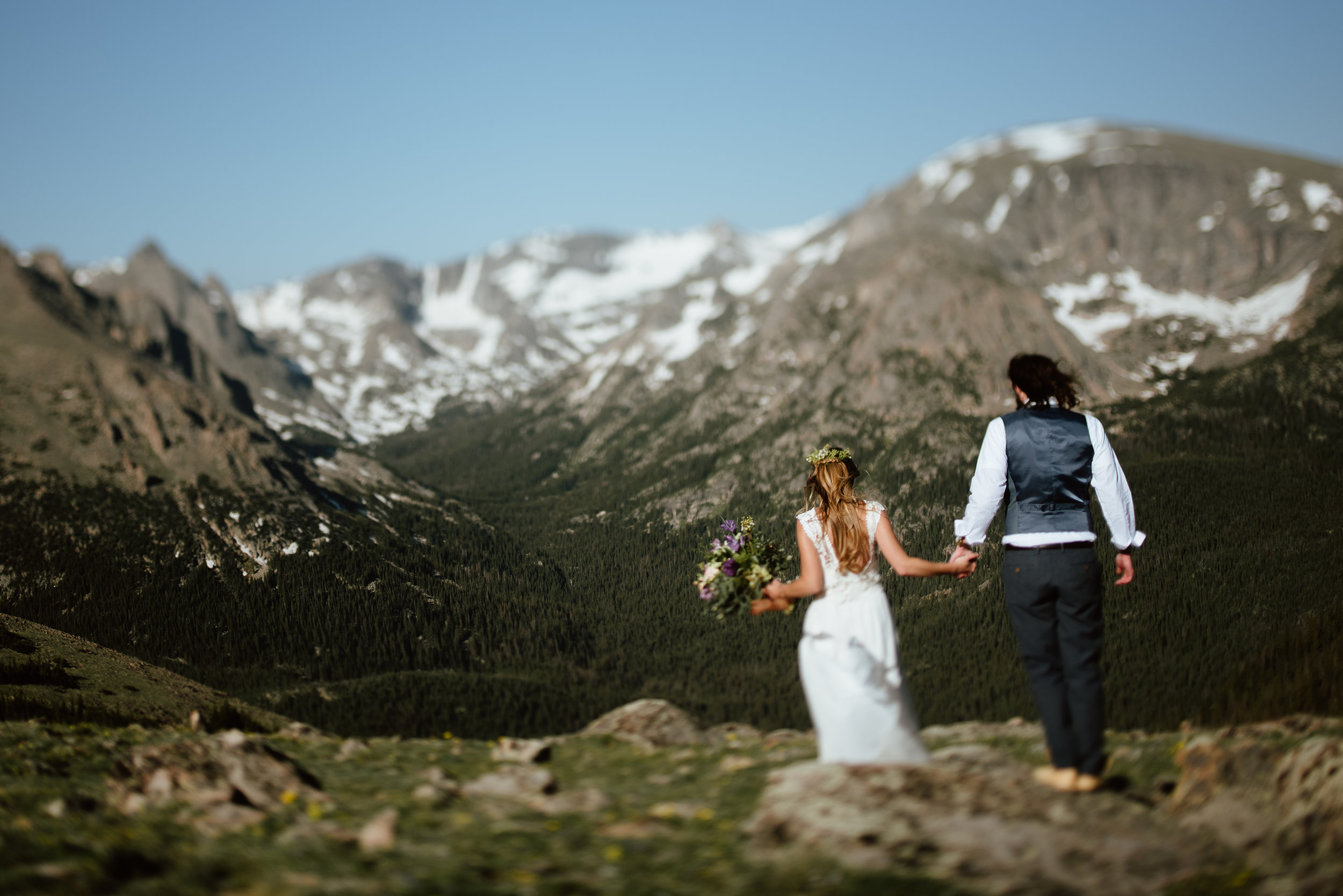 I love these wedding photos from just off of Trail Ridge road in Rocky Mountain National Park! I totally want to get married in the mountains too! | High-alpine tundra elopement photos by Colorado elopement photographer, Maddie Mae.