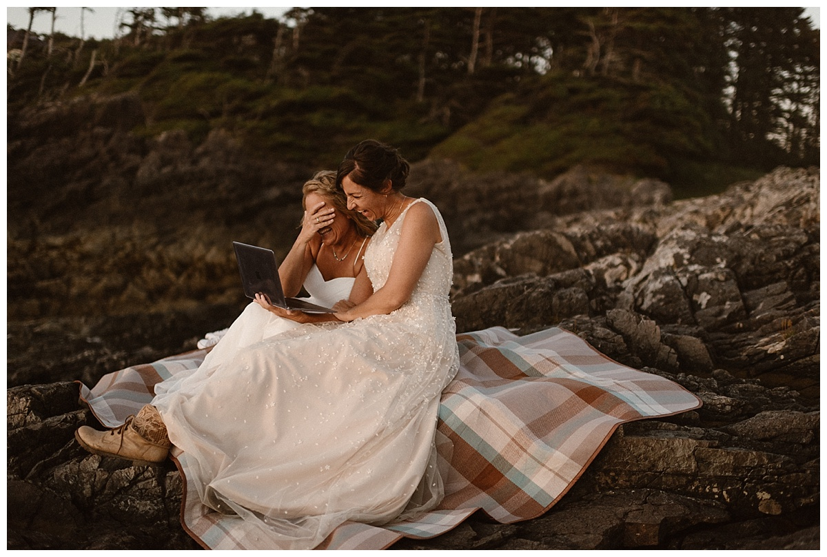 Their families spared them nothing, making sure to include the embarrassing stories they would normally tell at a wedding. Photos of this intimate elopement through Tofino BC captured by traveling wedding photographer Maddie Mae.