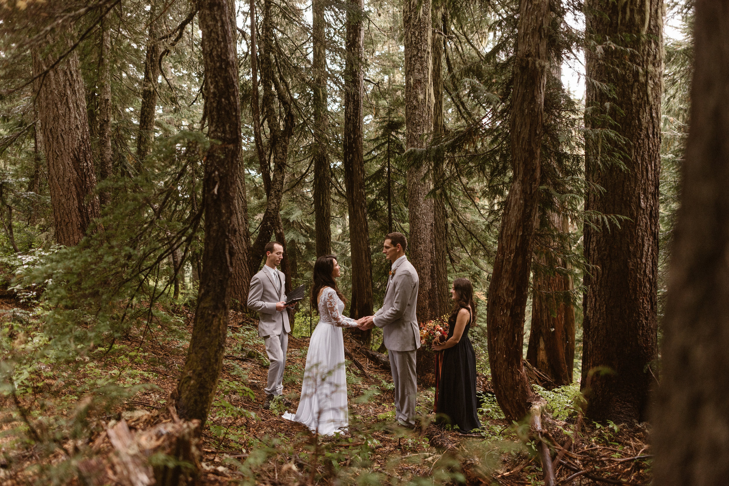 mt-ranier-national-park-elopement-wedding-washington-elopement-photographer-maddie-mae-adventure-wedding-photographer-hiking-elopement-photographer