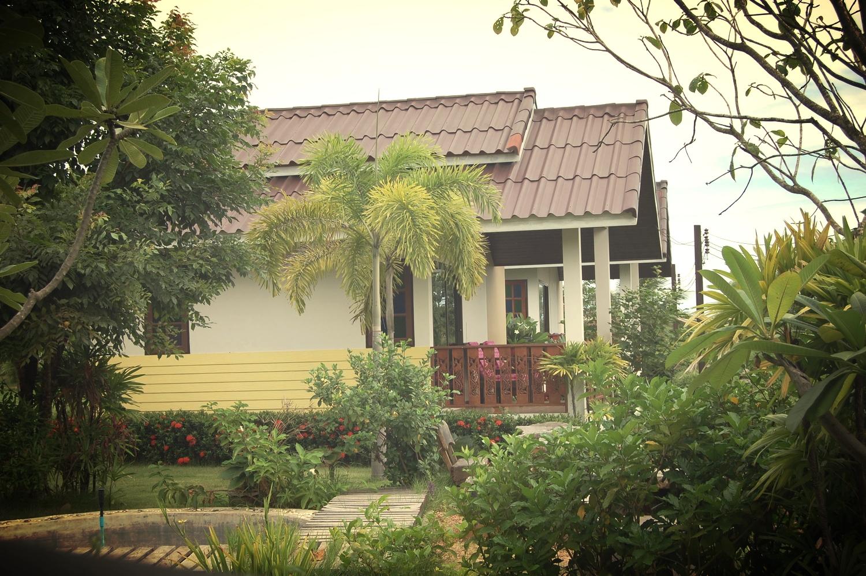 BaanRimKlong Resort