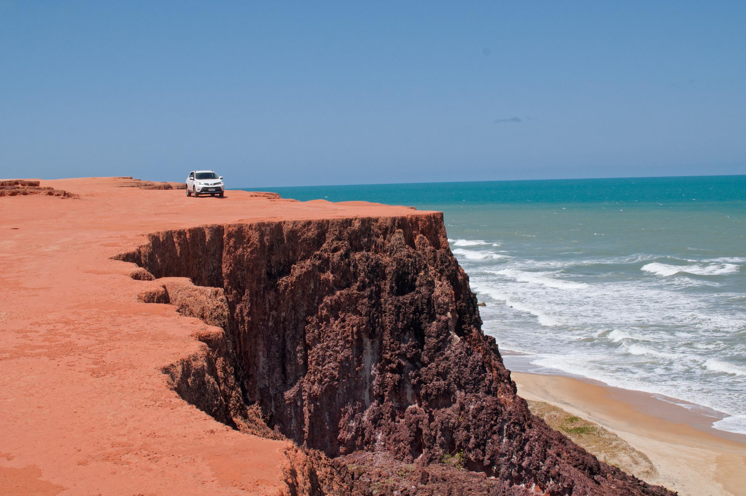 Surf, caipirinhas y delfines   Acantilados y cientos de kilómetros de playas en la costa de Pipa   IR