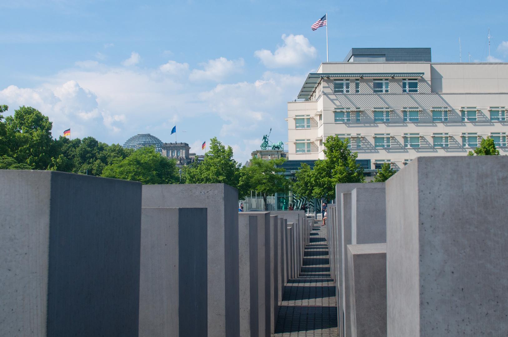 El Memorial del Holocausto impresiona, a pesar de que sea habitual encontrar grupos de turistas tomando una cerveza entre los bloques.